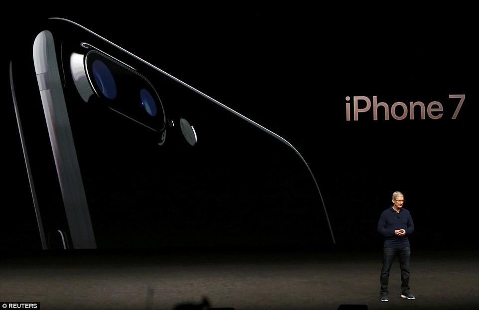 Tim Cook presenting iPhone 7 series - photo promo - Apple