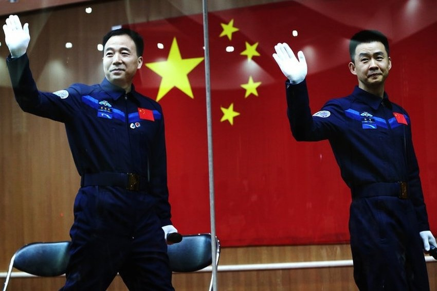 Chinese astronauts before the mission - photo credit EPA